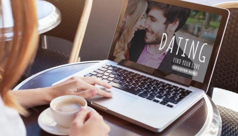 I hledání vztahu dnes probíhá online. Zdroj: Canva Pro