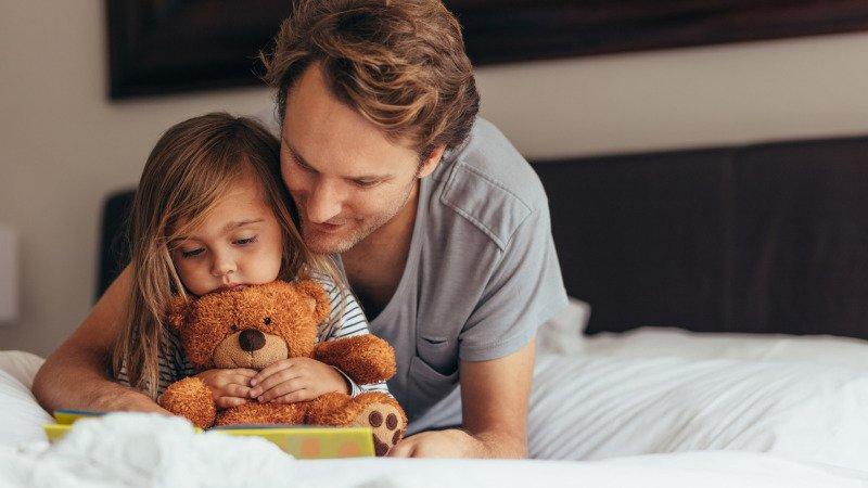 Čtení před spaním dítě pošle rychle dítě do říše snů. Zdroj: Canva