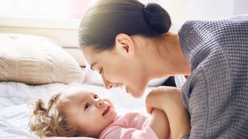 Chvilky strávené s miminkem jsou k nezaplacení. Zdroj: Canva