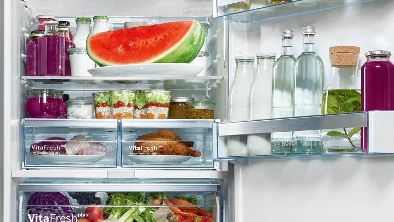 Potraviny je potřeba v lednici skladovat správně. Zdroj: Bosch.