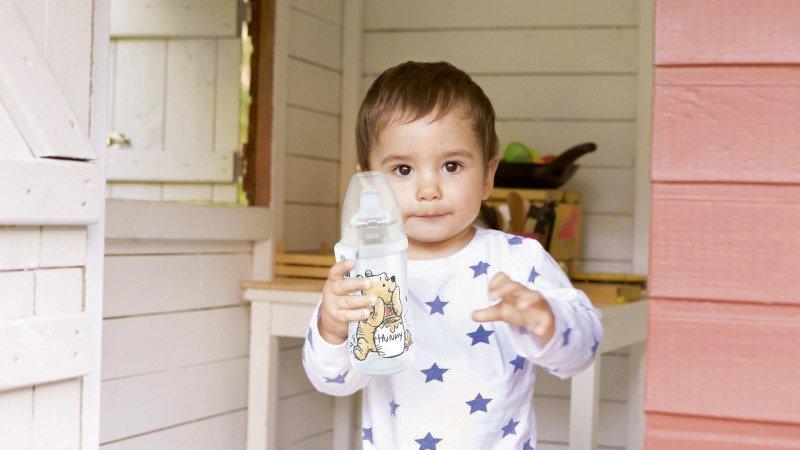 Nechte své děťátko pít samotné. Zdroj: NUK.