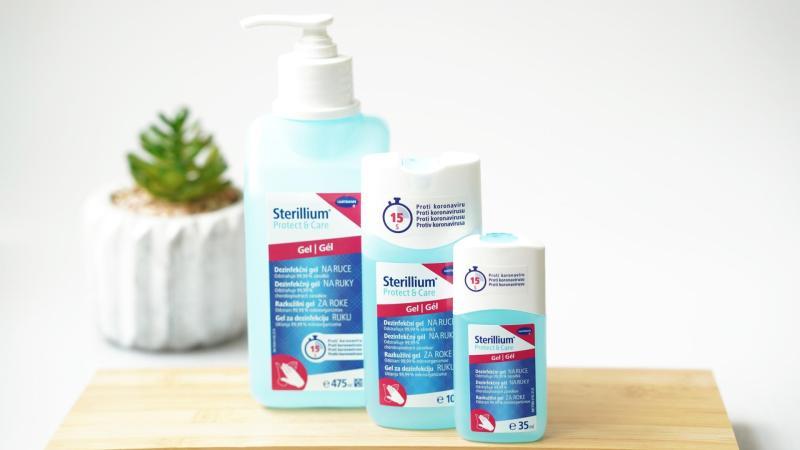 tři velikosti antibakteriálního gelu Sterillium Protect & Care