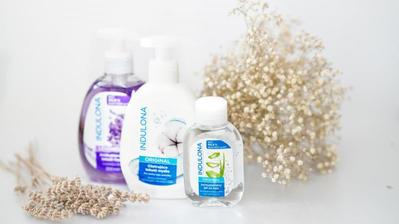 Antibakteriální gel a gelové mýdlo na ruce s krémem na ruce od Indulony